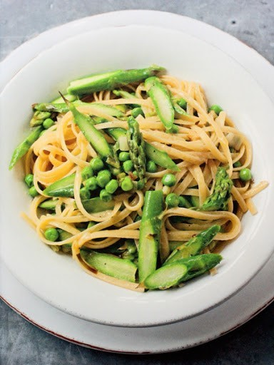 Bavette pasta with asparagus and peas